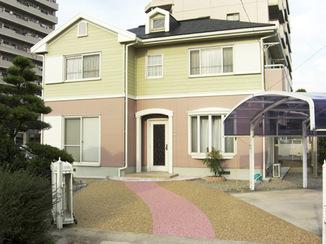 外壁・屋根リフォーム ゆるやかなカーブが優しい印象のアプローチ