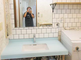 洗面リフォーム 白いタイルと見せる収納でつくる北欧風の洗面所